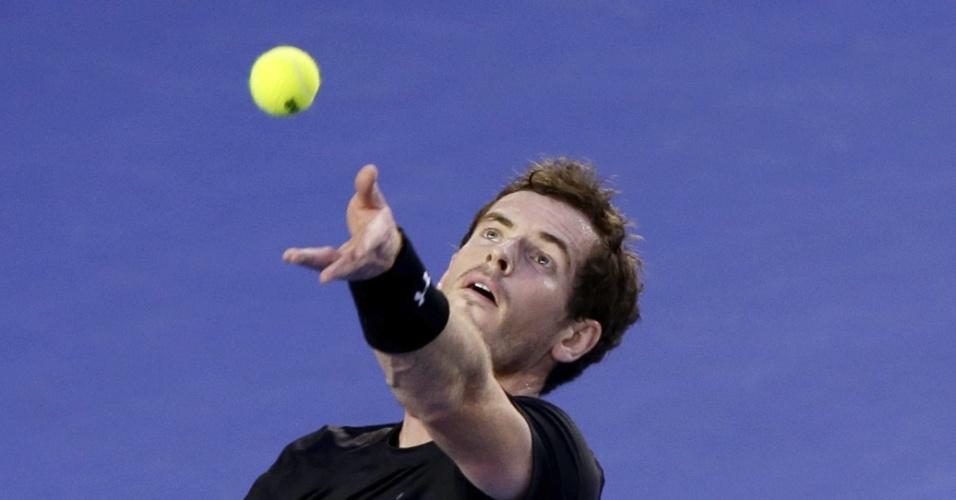 Murray saca durante o terceiro set