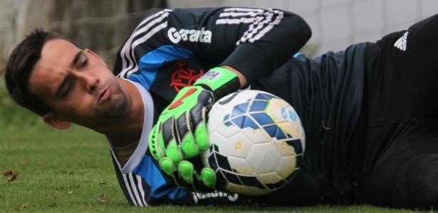 O goleiro César vai atuar por empréstimo na Ponte Preta até o fim da temporada