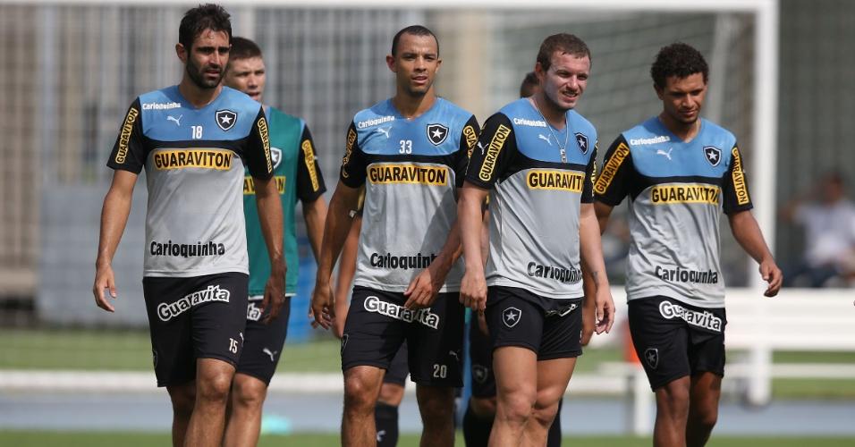 Jogadores do Botafogo treinam no Engenhão