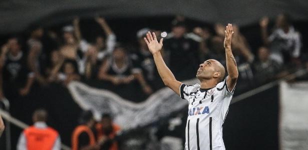 Emerson Sheik pode pegar gancho de 3 a 6 jogos na Copa Libertadores