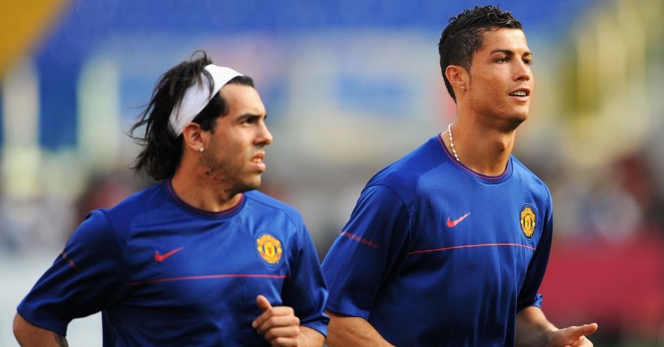 Cristiano Ronaldo e Tevez correm no campo antes da final da Liga dos Campeões de 2009, contra o Barcelona