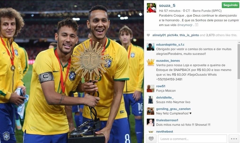 Em foto ao lado de Neymar na seleção brasileira, o são-paulino Souza desejou feliz aniversário ao atleta do Barcelona