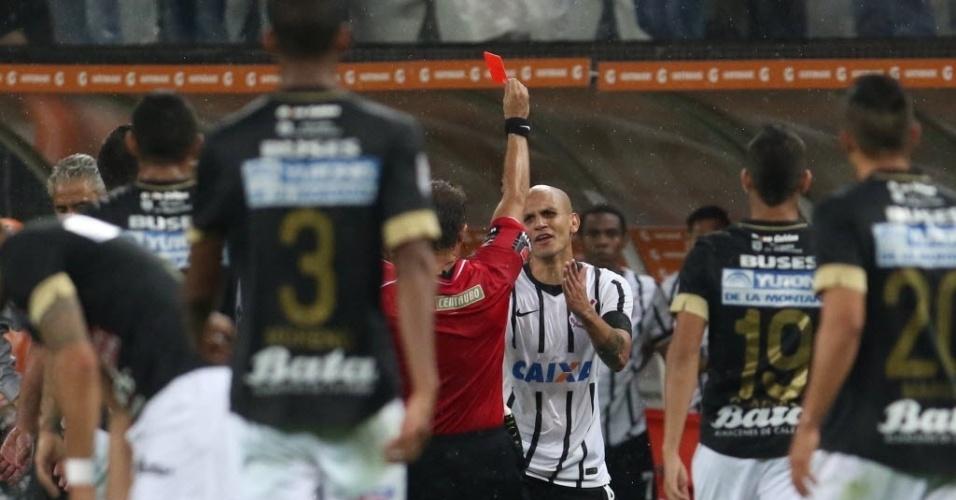 Fabio Santos é expulso após entrada dura em jogador do Once Caldas