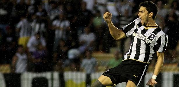 Rodrigo Pimpão marcou o gol da vitória do Botafogo no fim do segundo tempo