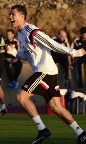 Cristiano Ronaldo comemora gol em treino do Real Madrid