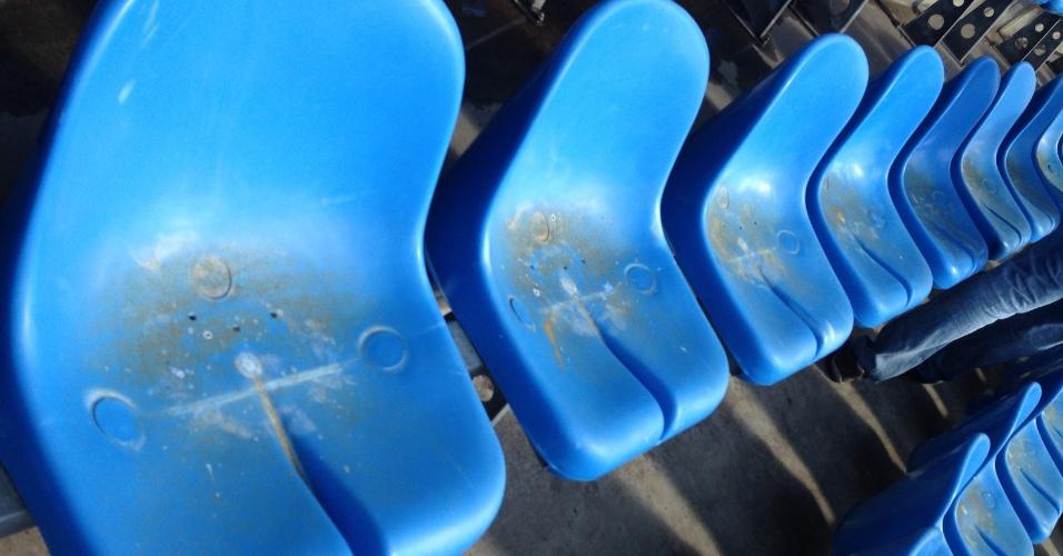 Cadeiras do Engenhão estavam sujas, o que causou constrangimento entre torcedores