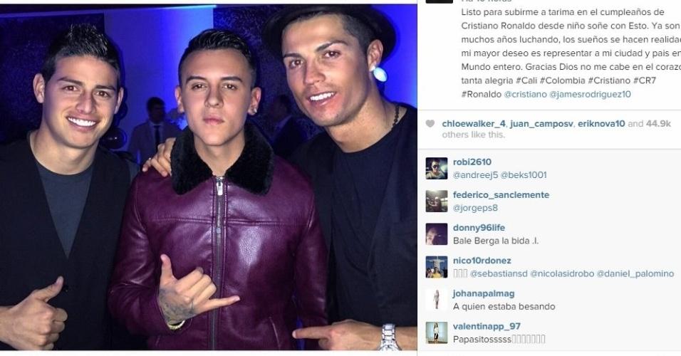 O jogador James Rodrígues e o cantor colombiano Kevin Roldón comemoram o aniversário de Cristiano Ronaldo