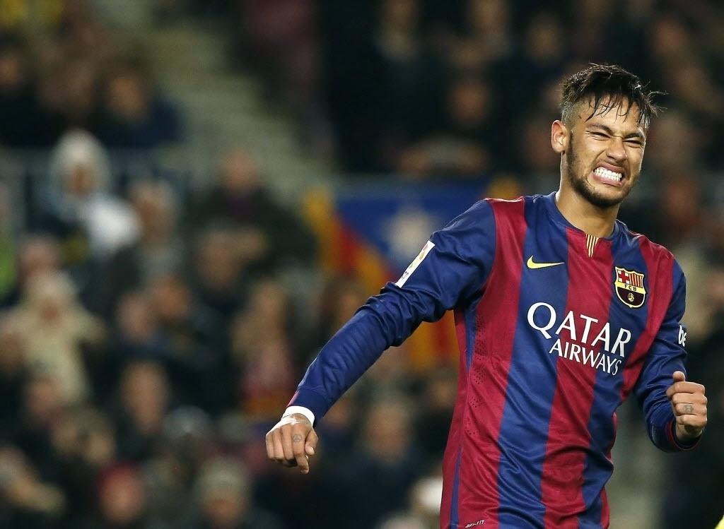 Neymar faz cara feia depois de desperdiçar um pênalti para o Barcelona contra o Villarreal