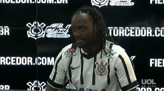 Vagner Love é apresentado no Corinthians