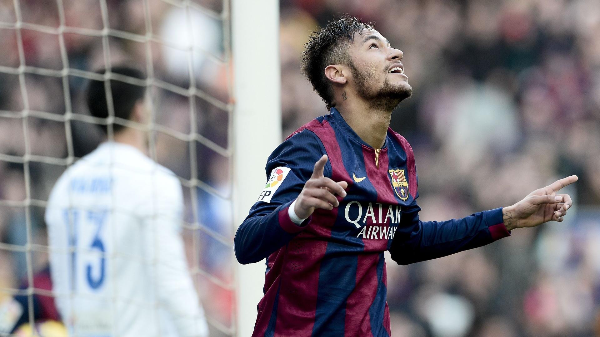 Neymar comemora seu gol contra o Levante que o fez superar Maradona com a camisa do clube catalão