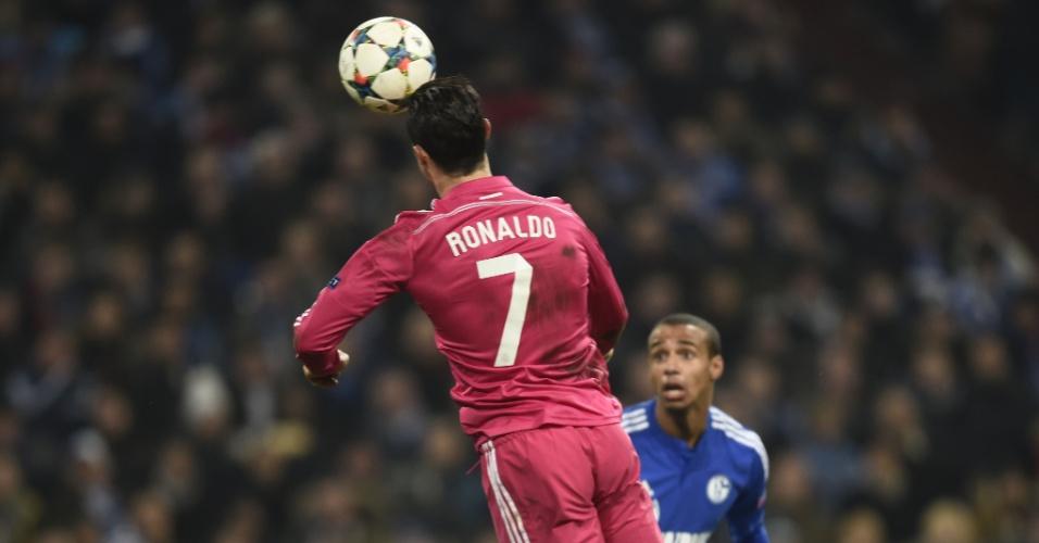 Cristiano Ronaldo cabeceia para marcar o primeiro gol do Real Madrid