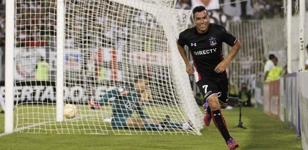 Paredes faz 2 a 0 para o Colo Colo contra o Atlético-MG