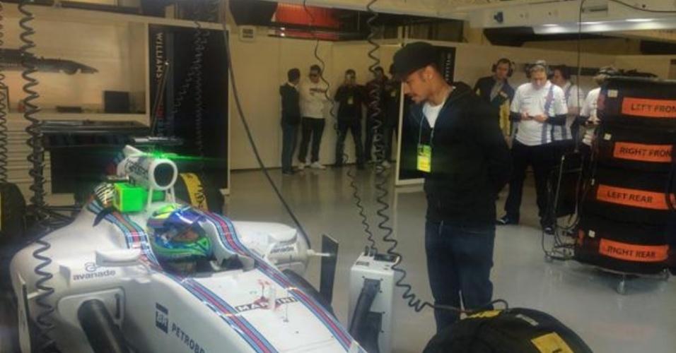 Neymar visita Felipe Massa em treinamento da F1 em Barcelona