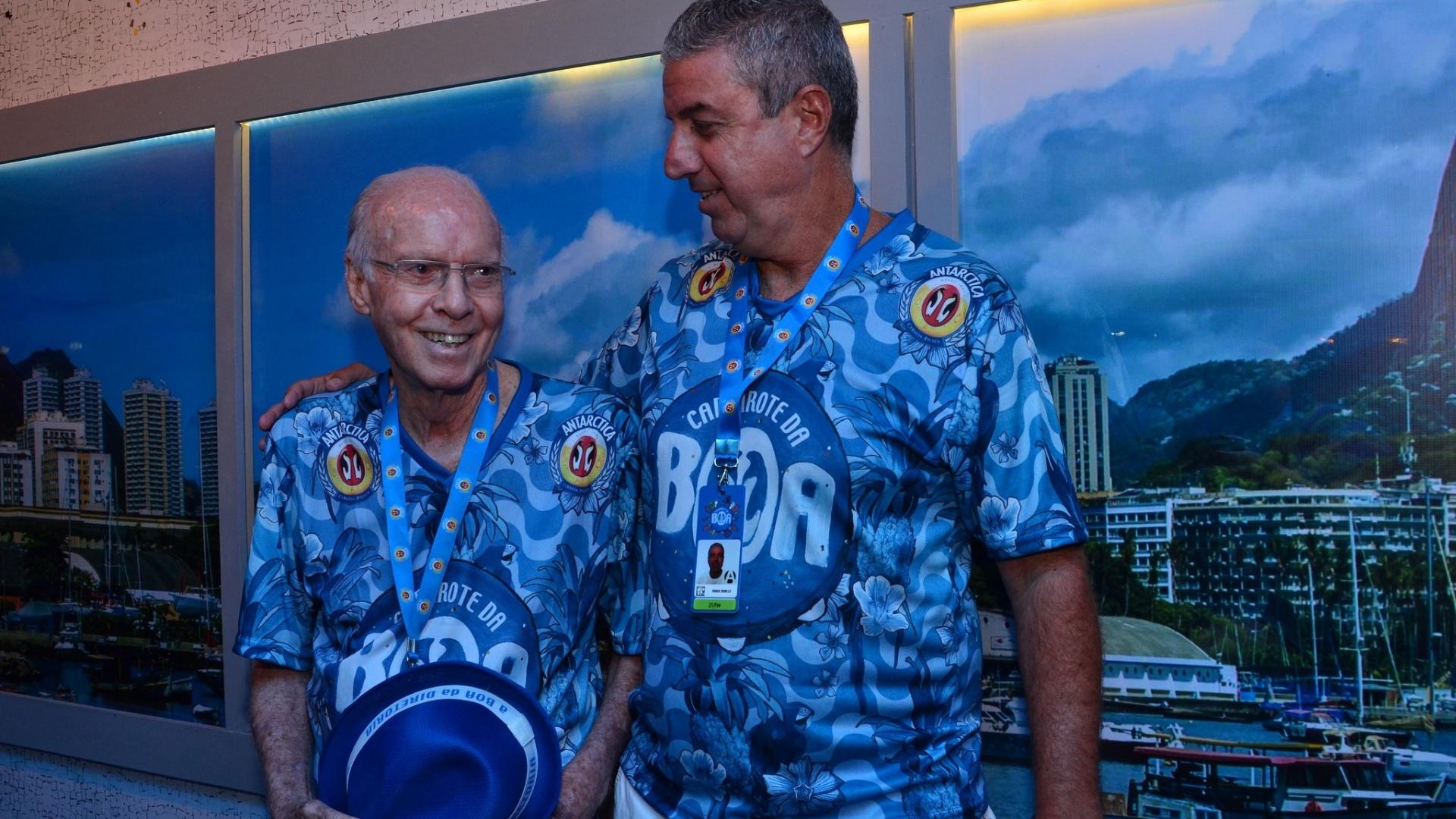 21.fev.2015 - Zagallo comparece ao desfile das campeães do Rio de Janeiro