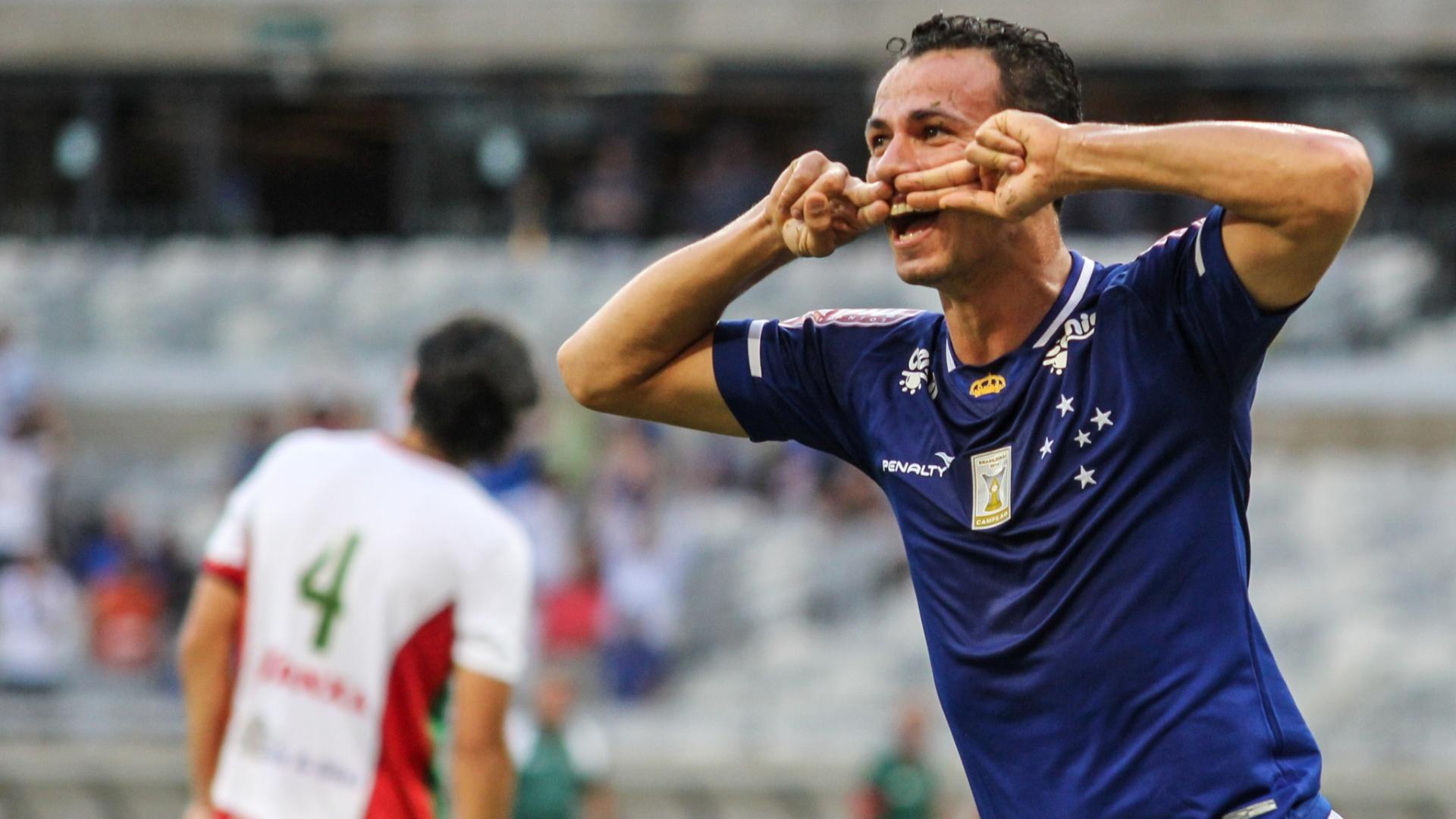 Damião comemora gol do Cruzeiro
