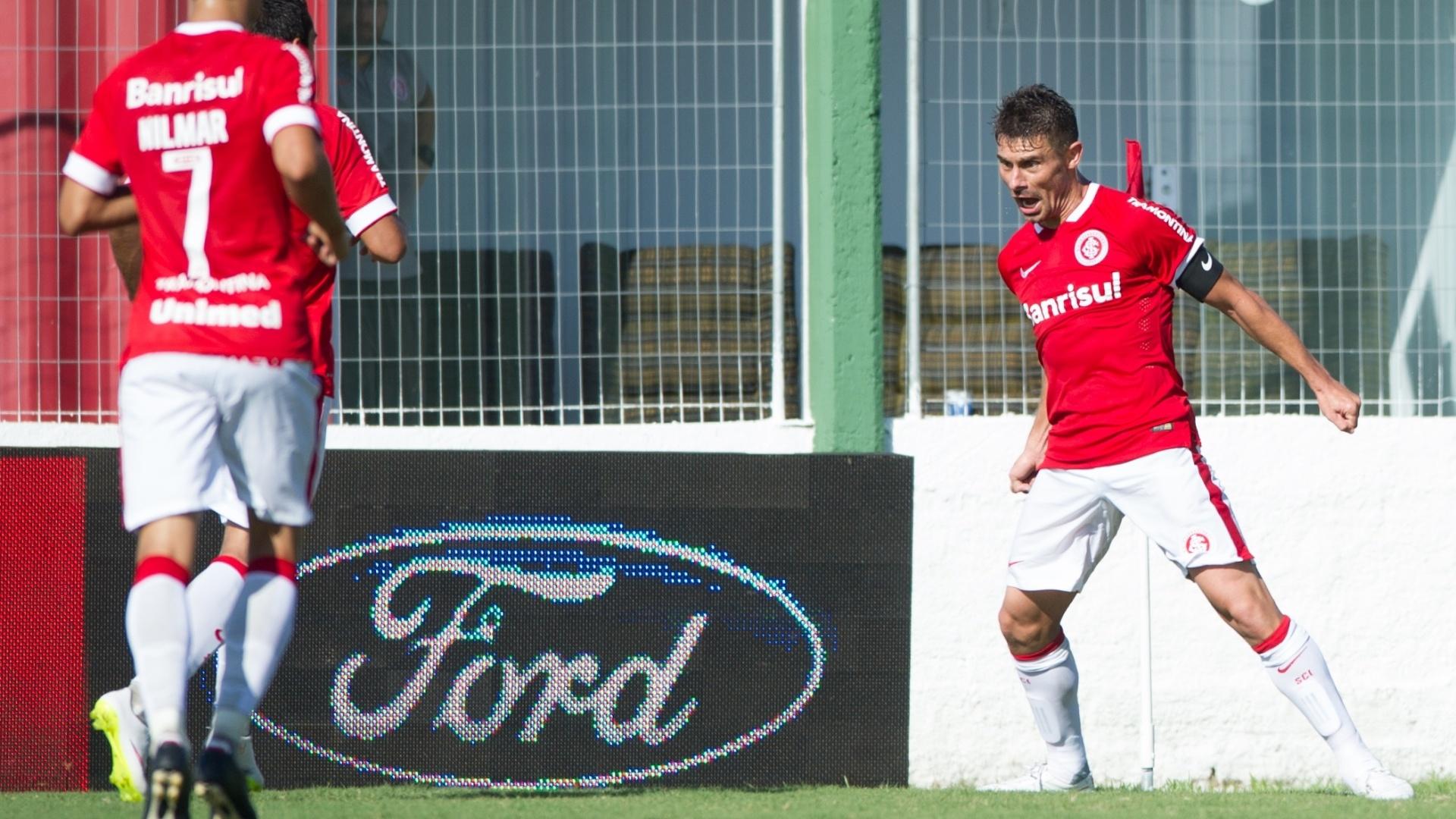 22 fev 2015 - Alex comemora gol do Inter contra o São Paulo-RS pelo Campeonato Gaúcho