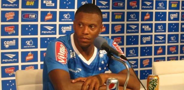 Júlio Baptista não seguirá no Cruzeiro, segundo o supervisor de futebol Benecy Queiroz