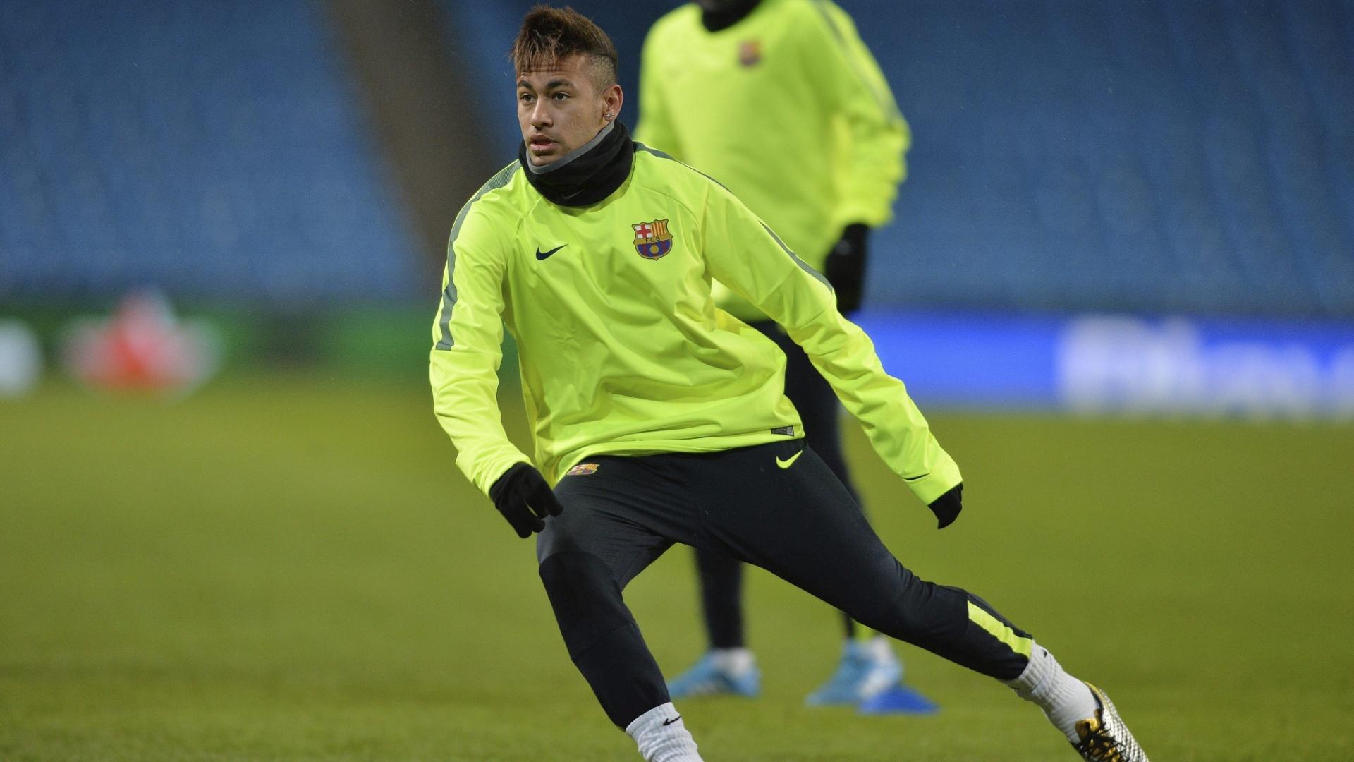 Neymar treina para a partida do Barcelona contra o Manchester City pela Liga dos Campeões