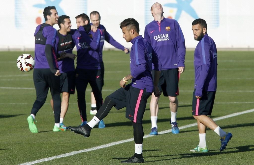 Neymar voltou a adotar corte moicano. Atacante treinou nesta sexta (27/02/2015) no CT do Barcelona em preparação para o duelo contra o Granada