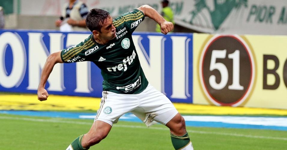 Robinho comemora segundo gol para o Palmeiras do duelo contra o Capivariano