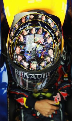 Sebastian Vettel faz homenagem a seus mecânicos no GP da Grã-Bretanha de 2011