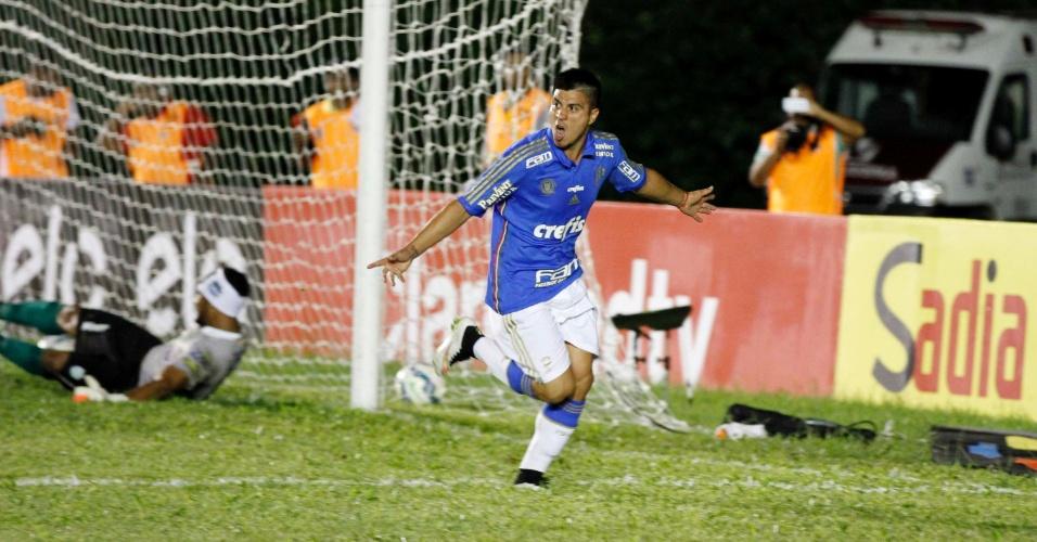 Cristaldo comemora gol pelo Palmeiras em Vitória da Conquista