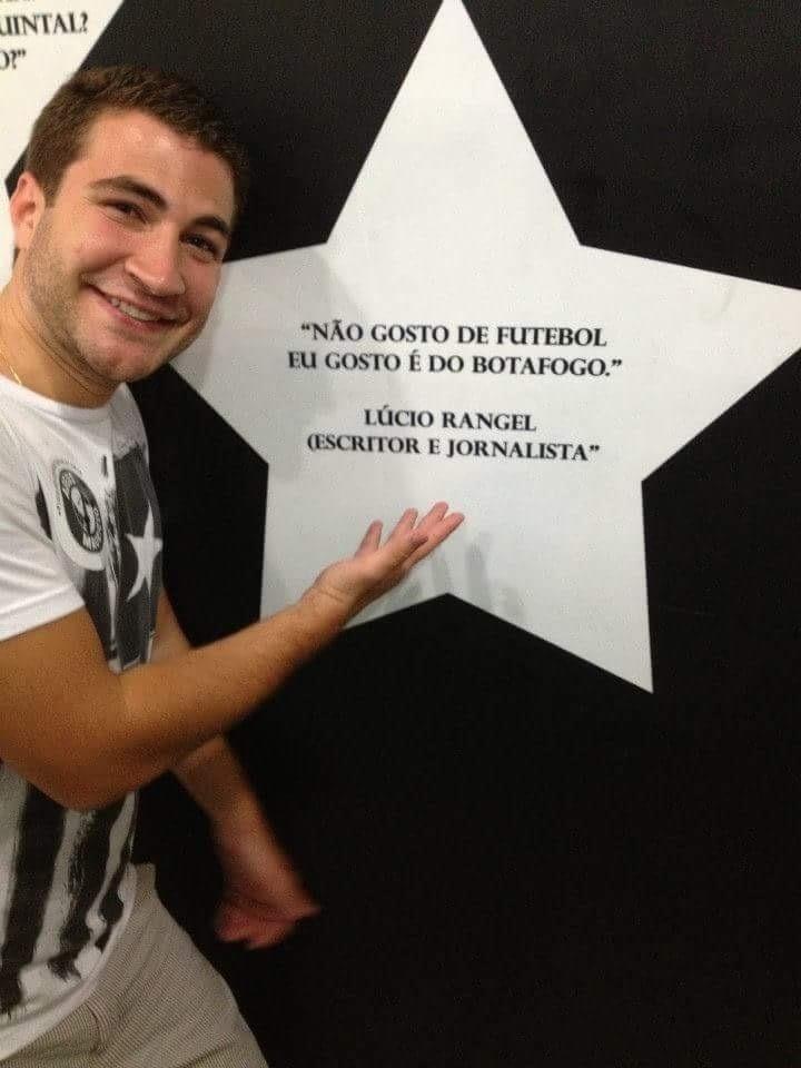Léo Russo ao lado da frase: