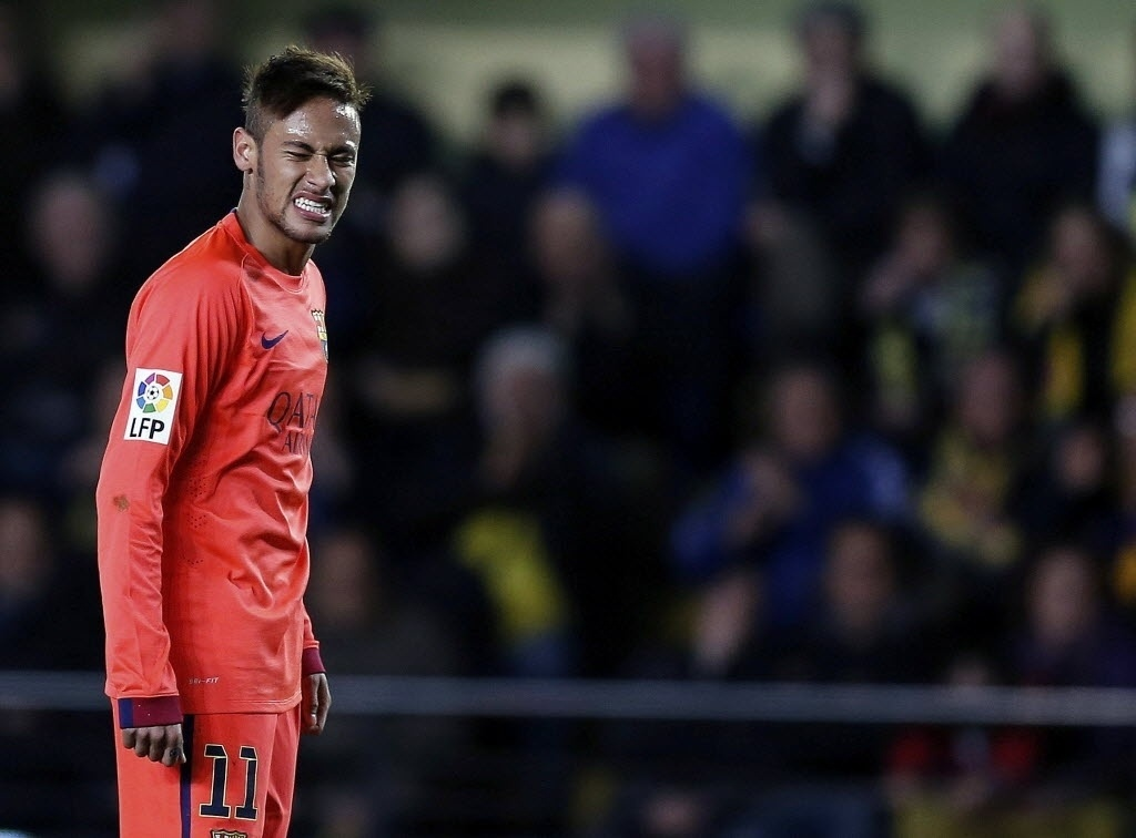Neymar lamenta oportunidade desperdiçada durante jogo do Barcelona na Copa do Rei