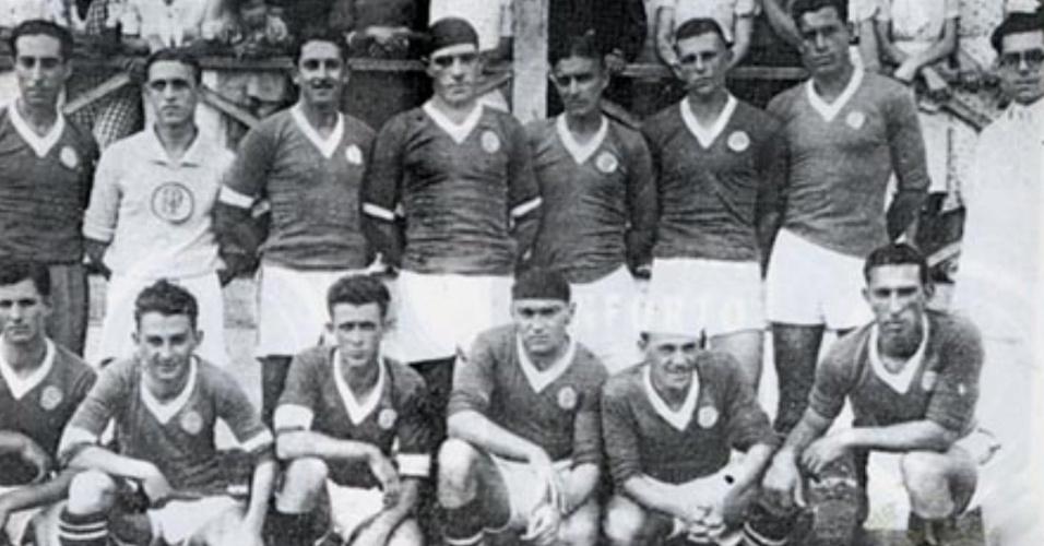 Elmo Bóvio jogou poucas vezes no Palmeiras, mas conseguiu um lugar na lista dos estrangeiros goleadores. O argentino chegou ao clube paulista em 1947 e marcou 56 gols em 73 partidas com a camisa alviverde