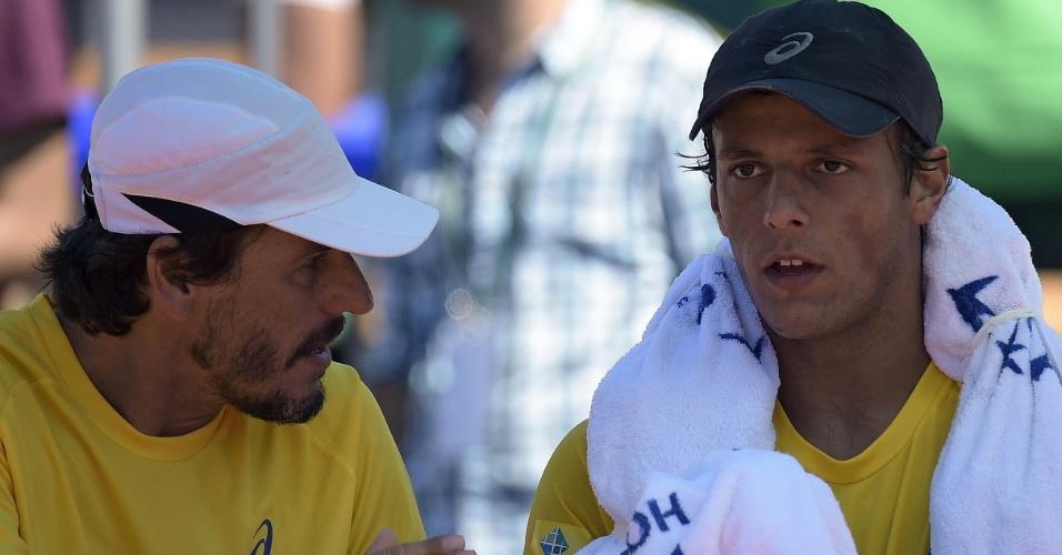 Feijão recebe instruções do capitão brasileiro João Zwetsch