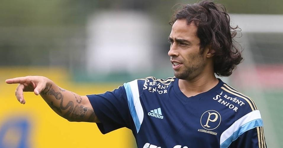 Valdivia participa de treinamentos do Palmeiras