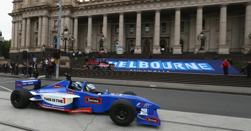 Zsolt Baumgartner pilota Fórmula 1 de dois lugares na Austrália