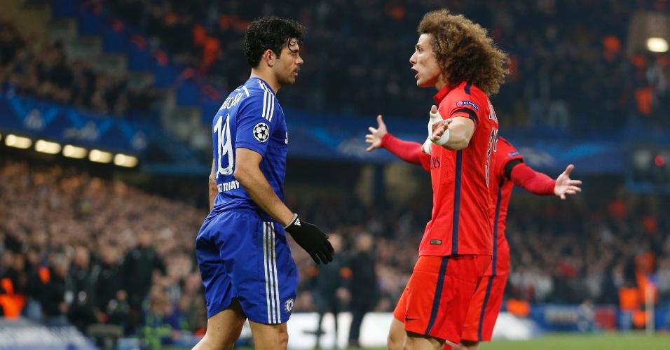 Diego Costa e David Luiz discutem após entrada violenta do atacante em Thiago Silva