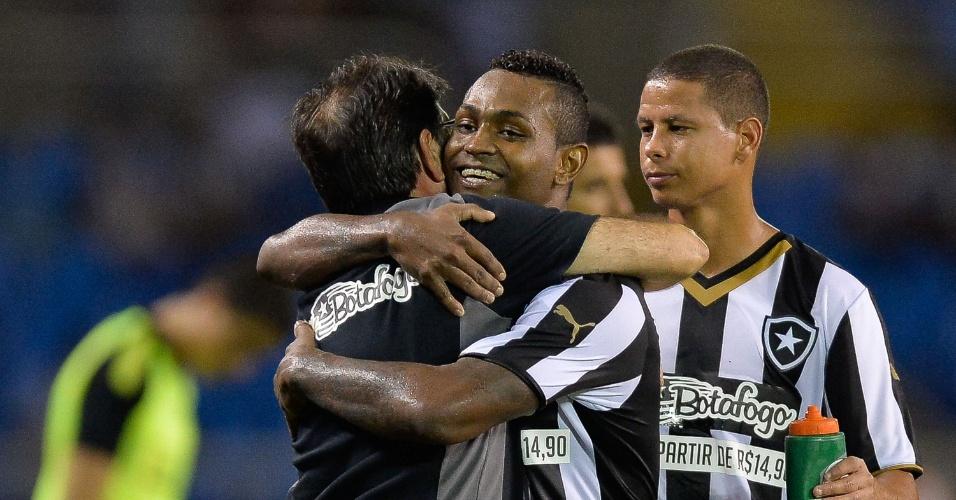 Jobson comemora gol do Botafogo com técnico Renê Simões