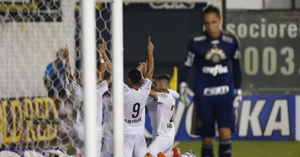 Jogadores do Santos comemoram gol contra o Palmeiras pelo Campeonato Paulista