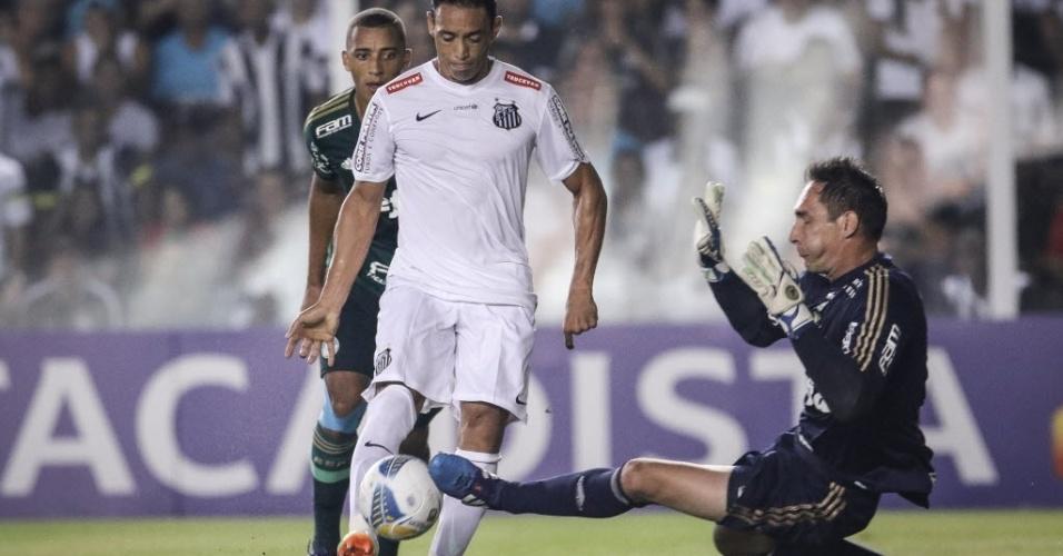 Ricardo Oliveira se prepara para encobrir Fernando Prass na partida entre Santos e Palmeiras