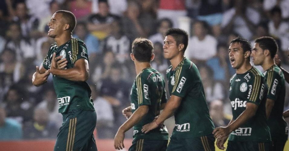 Victor Hugo comemora gol do Palmeiras contra o Santos pelo Campeonato Paulista