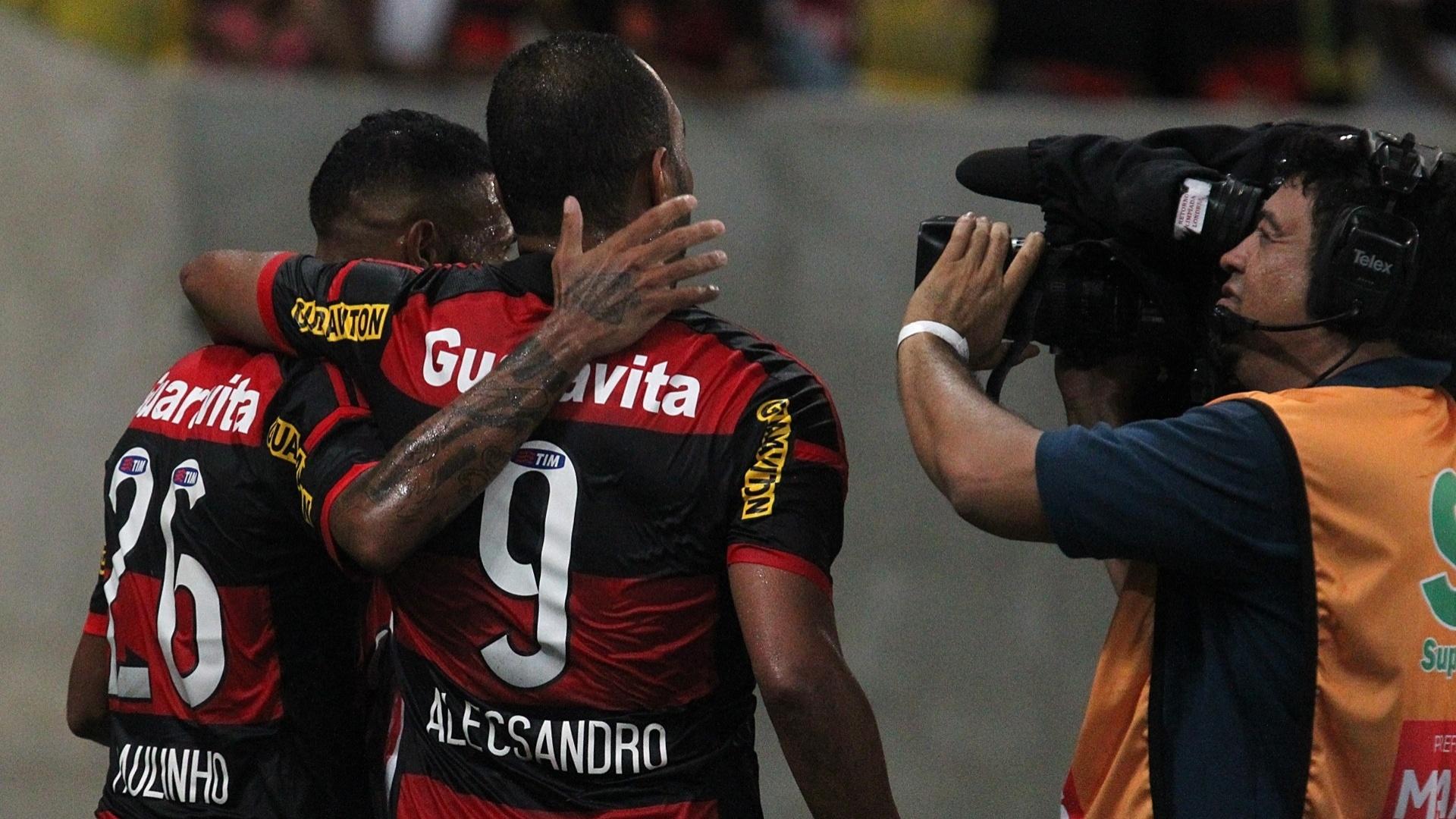 Paulinho e Alecsandro marcaram os gols da vitória do Flamengo sobre o Volta Redonda