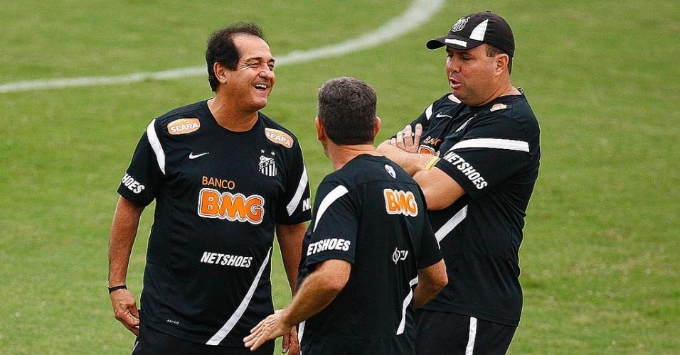 Marcelo Fernandes ao lado de Muricy Ramalho e Tata em treino do Santos em 2011