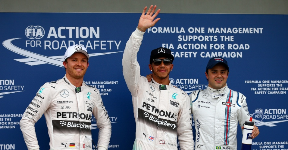 14.mar.2015 - Lewis Hamilton (c) comemora após cravar a pole position do GP da Austrália; Nico Rosberg (e) sai em segundo, seguido por Felipe Massa
