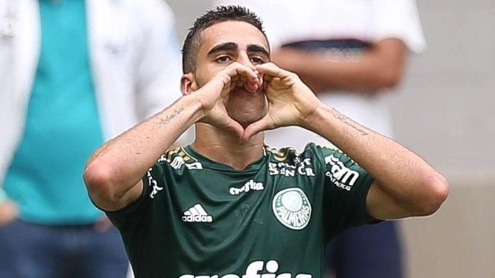 Gabriel comemora seu gol marcado pelo Palmeiras contra o XV de Piracicaba