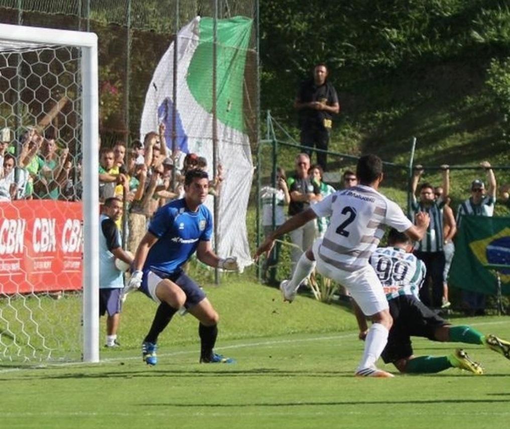 Rafhael Lucas (foto) e Wellington Paulista marcaram os gols do Coritiba