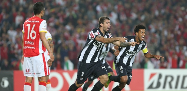 Lucas Pratto, do Atlético-MG, enfrentará Leandro Damião, do Cruzeiro, pela primeira vez em 2015