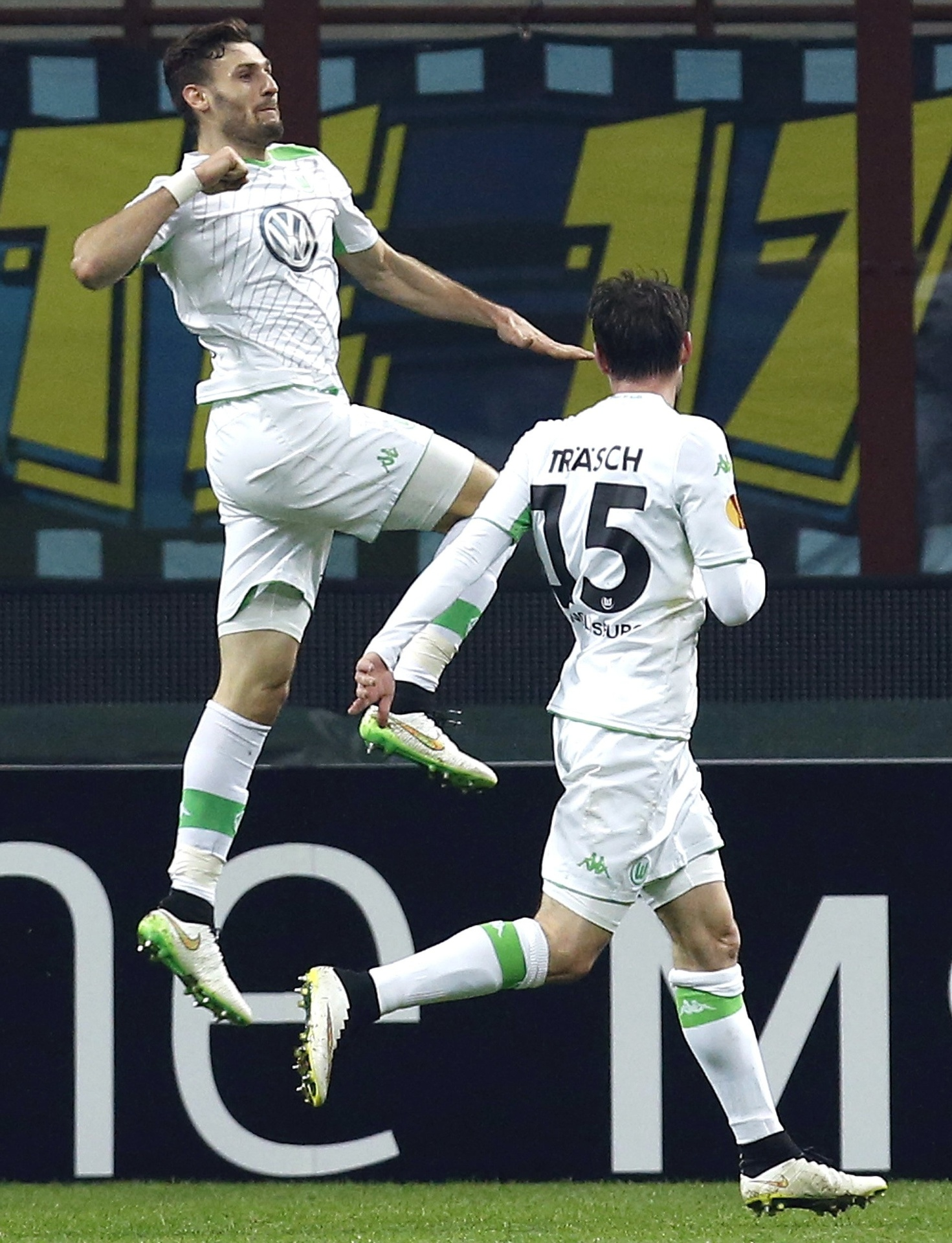 Daniel Caligiuri comemora o gol marcado pelo Wolfsburg contra a Inter de Milão