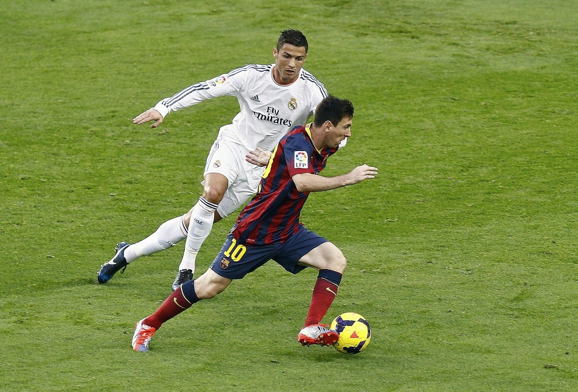 Cristiano Ronaldo e Messi se enfrentam em clássico entre Real Madrid e Barcelona, em 2013