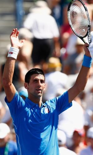 Novak Djokovic comemora vitória sobre Andy Murray, que o coloca na final de Indian Wells