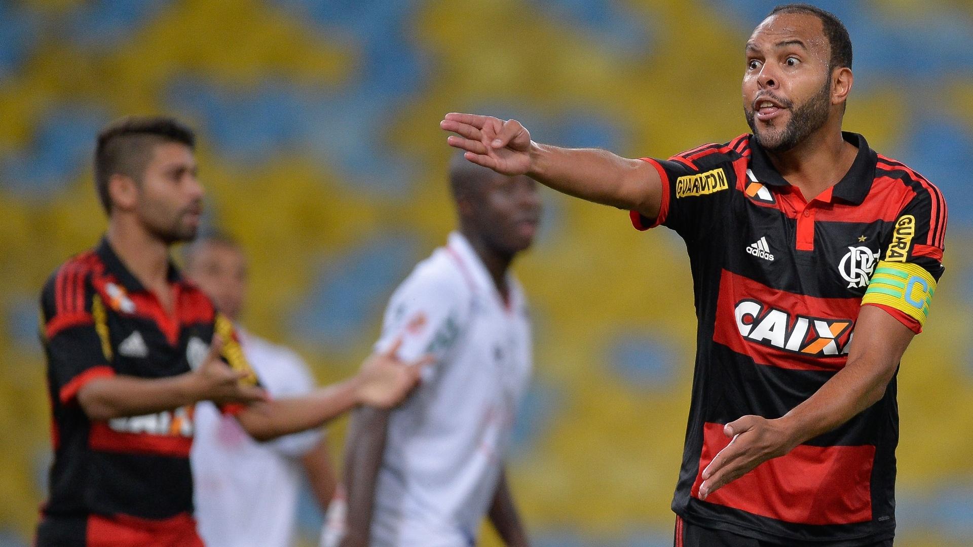 Atacante Alecsandro em ação durante o confronto Flamengo e Bangu, válido pelo Campeonato Carioca