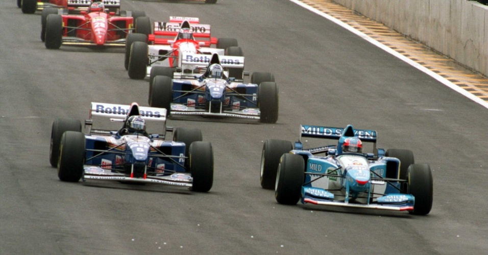 Damon Hill, da Williams, e Schumacher, da Benetton, disputam a liderança do GP do Brasil de Fórmula 1