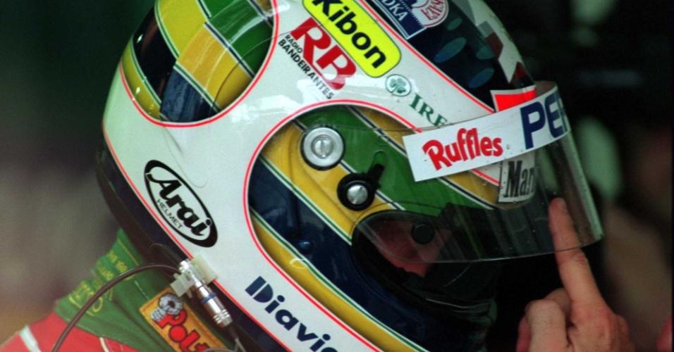 Em 1995, Barrichello usou um capacete com menção a Ayrton Senna durante o GP do Brasil de Fórmula 1