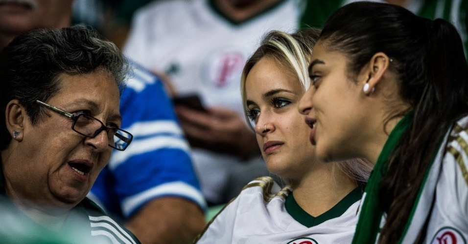 Torcedoras do Palmeiras antes do clássico contra o São Paulo no Allianz Parque